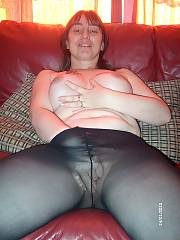Bunch of awesome shots, young milfs and old milfs in here check this shit!