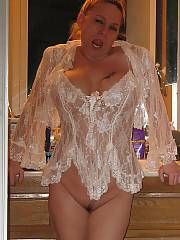 This is me getting ready for a sexy night with my hubby and his friend, i enjoy swinging