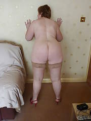 Sexy shorthaired mamma in stockings spreading her pink pussy.