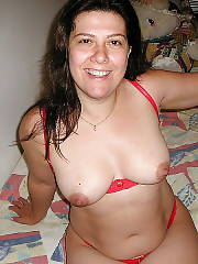 Black haired mature mamma on bed spreading her cunt wide.
