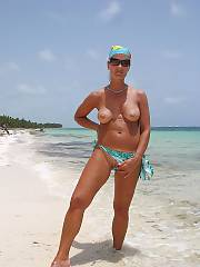 I just love to show myself to boys and gals on beaches. makes me sexy !