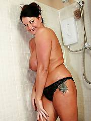 British mom raven in the shower.