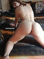 Middle aged wifey likes her vacation at the sea and posing naked on the bed at home, shows her wide opened cunt close up and taking dick up her tight ass - amateur porn photos