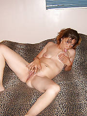 Horny mature wife wanking