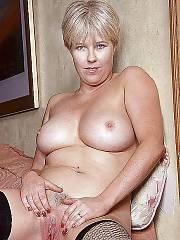Blond mamma bobbie