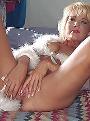 Hot blond mature jerking