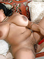 Busty bbw mamma masturbating and toying snatch.