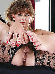 Linda,mature drilling whore with bare feet.