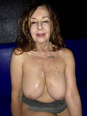 Heavenly MILF shows off amazing body