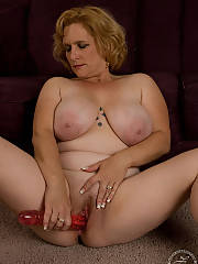 Becca - mature huge natural tits... what do you think...?  i really dreamed some naked pictures and she said they had to have some class!!!