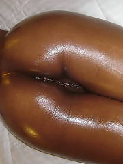 48 yr blk, lady with veay wet and hard clit...tell me what you think...she loves taking pics too!!!!!