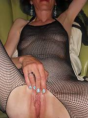 Mature woman models first time indoors - becky is absolutely the horniest woman i ever met. she enjoys to penetrate and dreams of prick