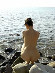 Shy gf swimming nude in the sea and posing nude for boyfriends camera - amateur sex pictures
