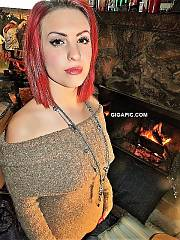 Redhaired amateur modelfriend who modeled first time