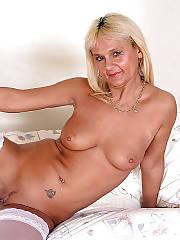 Blondie mature lady in stockings masturbating her pussy.