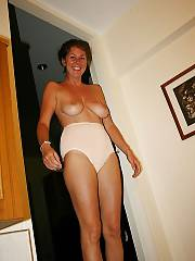 Hot MILF flashing