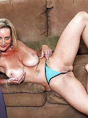 Sexy mature blond MILF loves vibrating her wet snatch on couch.