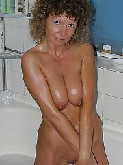 Mother susan on the bath with shaved pussy.