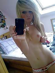 Hot amateur blond girl dayum selfshooting herself naked.