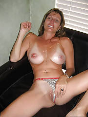 Gorgeous mother wanking and toying pussy at home.