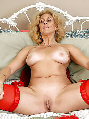 Mature dana devine stretching and toying snatch.