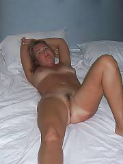 Nude MILF with tan