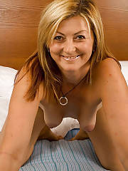 Mature mamma jenny enjoys playing with her sextoy.