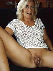 Blondie juicy mom spreading and toying her sloppy snatch.