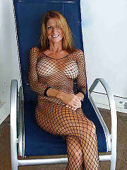 Blonde amateur MILF on vacation positions naked on cam.