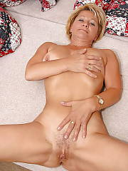 Horny blond mature mamma exposes her body on cam