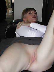 Nasty mature woman spreading her old twat