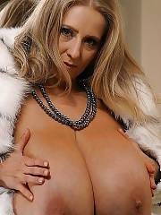 Nelli roono has the most awesome titties ever.
