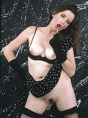 Brunette MILF maleea