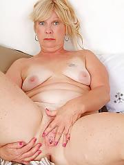 Sexy mature blondie
