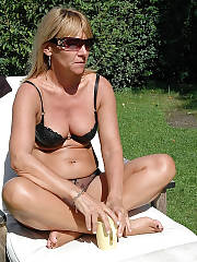 Hot mamma patricia is getting nude outdoor.