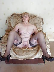 Hot mature MILF in stockings sucking prick