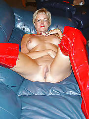 Blondie mom in red