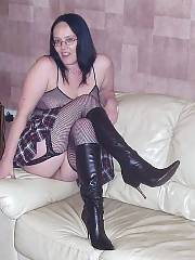 Hotlegs-amateur mature rebel in fishnet stockings.