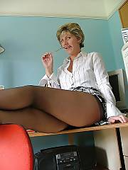 Mature sarah in stockings enjoys masturbating her vagina at the office