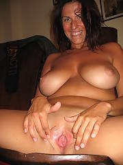 Busty mamma shows