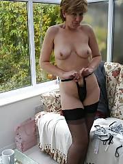 Hot mature sara exposing her sexy body