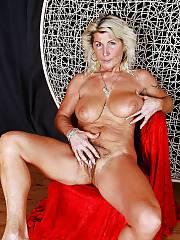 Hot blondie unshaved