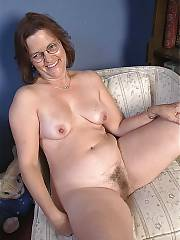 Unshaved mamma on