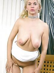 Blond horny mamma