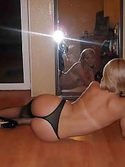Homemade wifey selfshooting herself naked.
