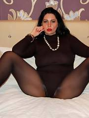 Brunette fatty mom In pantyhose Spreading