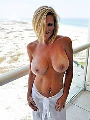 Nice mommy in pic