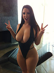 Thick And Curvy mother With huge jugs