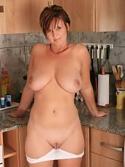 Mature mom shows