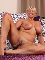 Amazing blondie